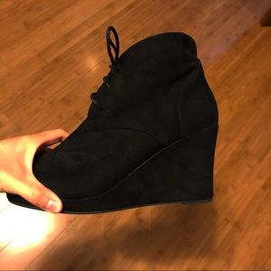 Report wedge boots SZ 7.5